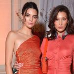 'Kemesraan' Bella Hadid dan Kendall Jenner di Paris Fashion Week