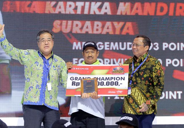 Pengemudi Truk Surabaya Raih Hino Dutro Safety Driving Competition