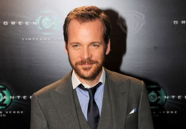 Peter Sarsgaard Bergabung di Film The Batman, Dirumorkan jadi Two-Face